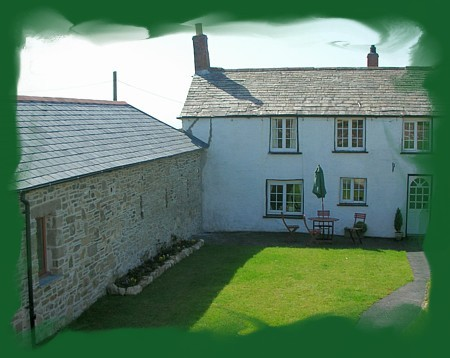 Lower Pennycrocker offers a one bedroom self catering cottage in a quiet and secluded location with easy access to North Cornwalls coast path.